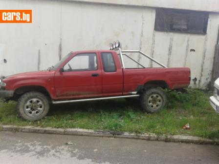 Toyota Hilux 2.4D photo