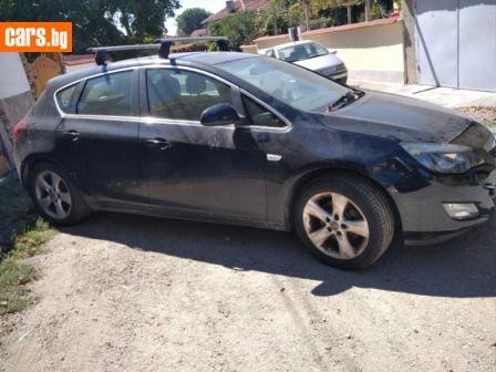 Opel Astra 2.0 cdti photo